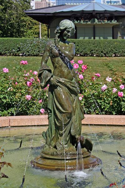 Dove Girl - y Leonard Crulenne / South Rose Garden, Grant Park.