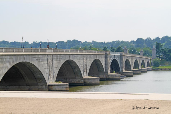 "Arlington Memorial bridge and statues, ""Arts of War"" .. &.. ""Arts of Peace"".."