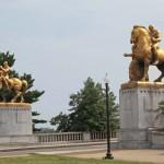 "Arlington Memorial bridge and statues, ""Arts of War"" .. &.. ""Arts of Peace""..]"