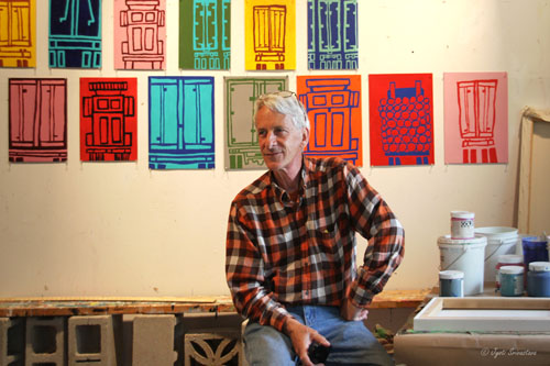 Steve Mueller in front of Himmelfarb paintings