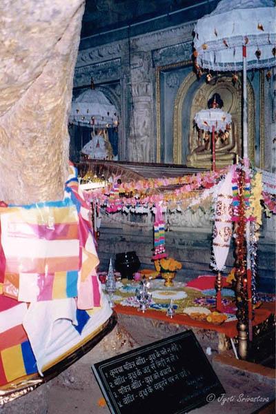 Mahabodhi Temple Complex / Bodh Gaya, Bihar.