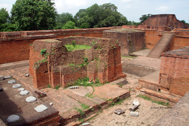 Temple I: Central Courtyard [lecture hall] surrounded by dormitories. / Archaeological Site of Nalanda University /  Nalanda, Bihar.