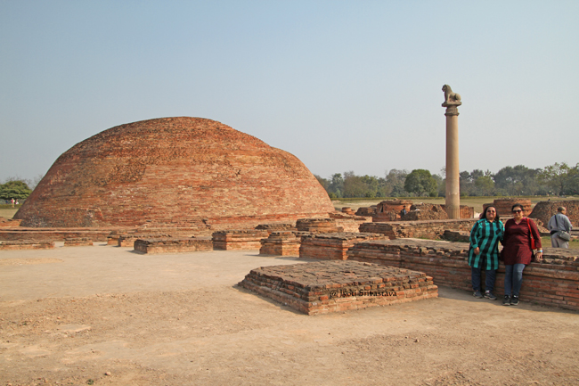 Anand Stupa and Ashokan Pillar. / Kolhua, Vaishali, Bihar.