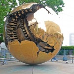 United Nations Plaza.. [Sfera con Sfera /Sphere within Sphere - by Arnaldo Pomodoro ]
