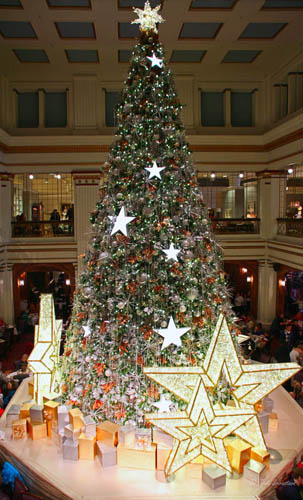 christmas tree at walnut room macys