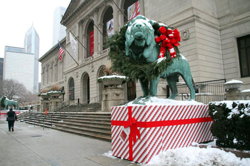 Art Institute of Chicago: Wreathing the Lions