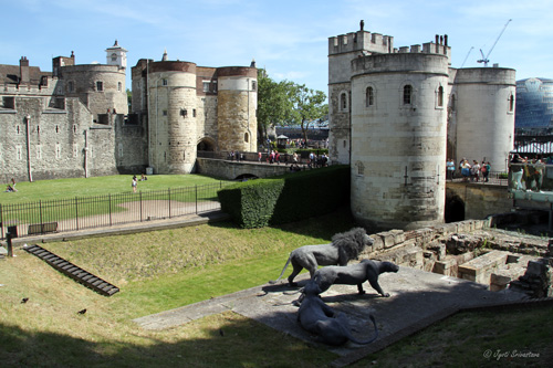 Tower of London - Lions [sculpture], Middle Tower and Byward Tower