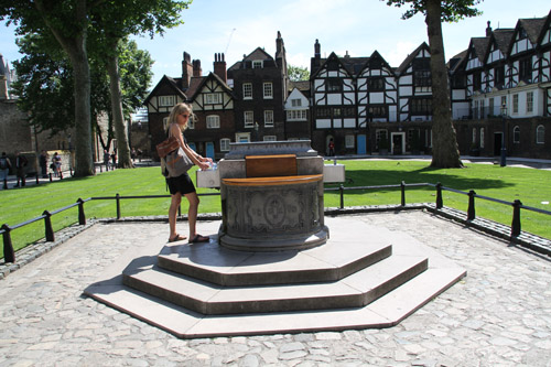 Tower of London - Water Fountain
