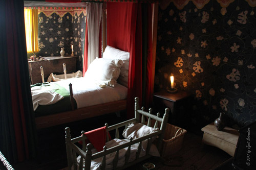 Shakespeare's parent's bedroom: The Room in which it is said that Shakespeare was born