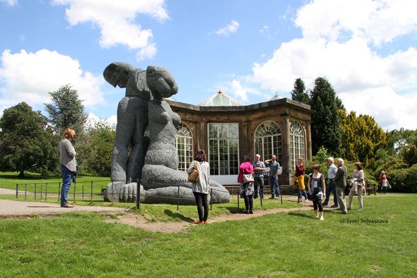 Sitting – by Sophie Ryder