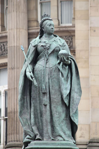 Queen Victoria, original by Thomas Brock (1901 marble), recast in bronze by William Bloye (1951).