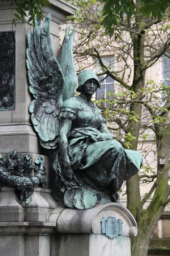 Gladstone Monument – by Thomas Brock