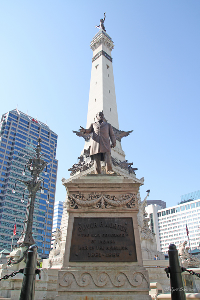 Indianapolis: Soldiers and Sailors Monument / Governor Oliver Morton