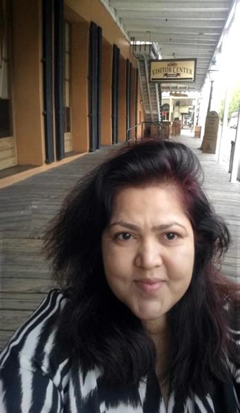 Selfie in front of Old Sacramento Visitors' Center.