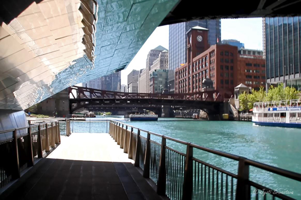 Chicago Riverwalk - LaSalle street underbridge - linking Marine Plaza with Cove