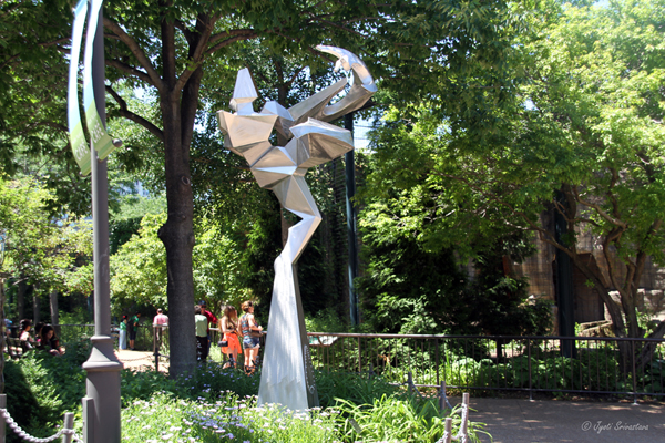 Dodge  – by Eric W. Stephenson / 2015 Nature in Motion at  Lincoln Park Zoo by CSI Sculptors