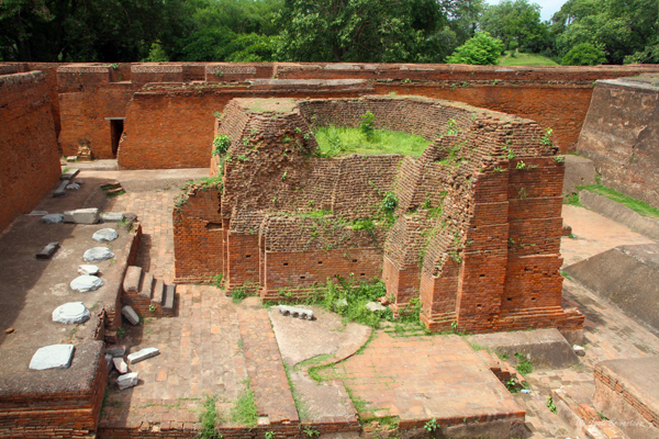 Central Courtyard which was a Lecture Hall with raised platform for teacher, a shrine in the center and surrounded by dormitories /  Ruins of Nalanda University
