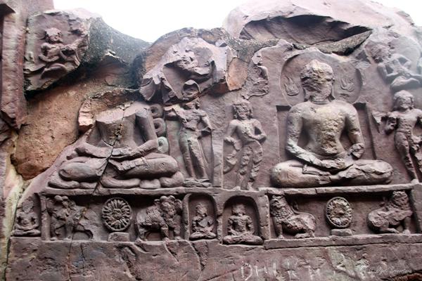 Rajgir: Sonbhandar caves