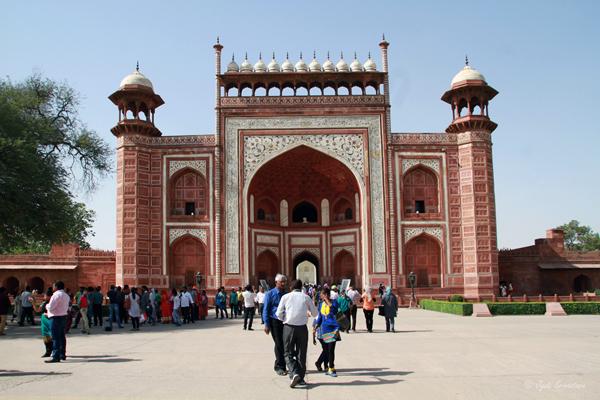 Taj Mahal: Great Gate / Darwaza-i rauza.