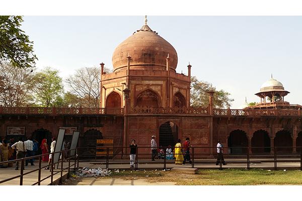 Taj Mahal Complex: Saheli Burj