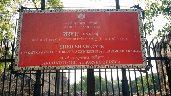 Lal Darwaza /  Sher Shah Suri Gate / stands opposite of Purana Qila