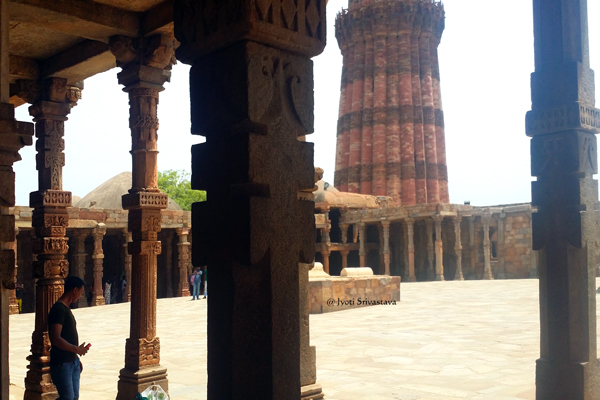 Quwwat-ul-Islam Mosque in Qutb Complex / Delhi