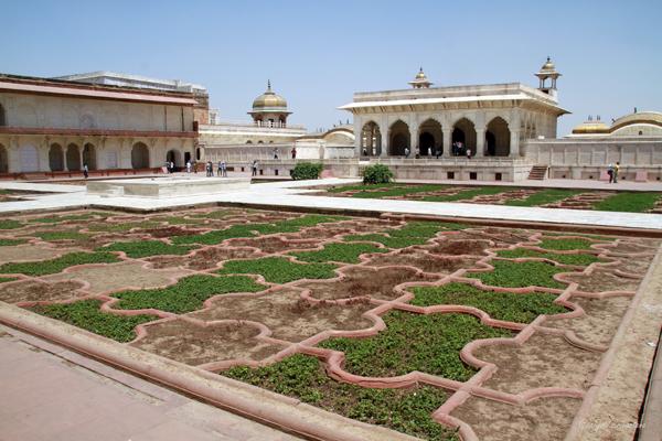 Anguri Bagn / Agra Fort.