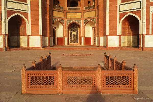 Humayun's Tomb - the steps lead to this wide platform.