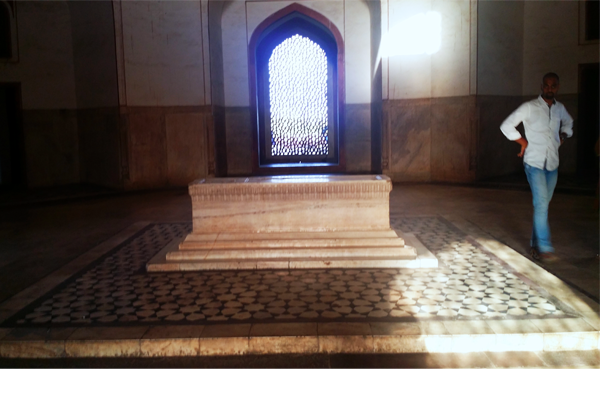 Humayun's cenotaph stands alone in the main chamber; the real grave lies in the basement below