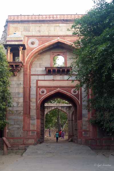 Gateway into Araba Sarai, south to the pathway towards Humayun's tomb