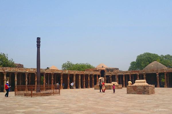 Quwwat-ul-Islam Mosque / Qutb Complex, Delhi.