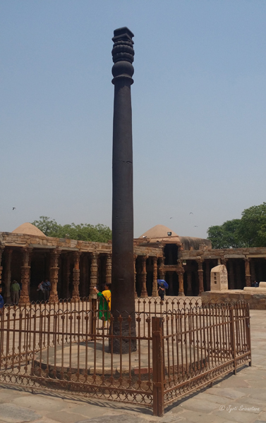 Iron Pillar / Qutb Complex, Delhi.