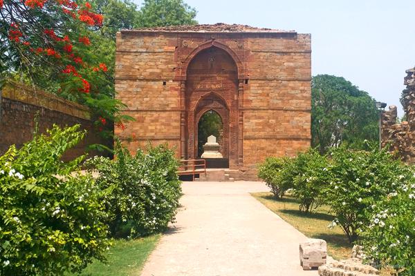 Iltutmish Tomb / Qutub Complex, Delhi.