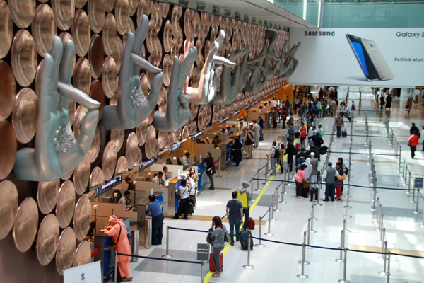 Mudra Sculptures – by Ayush Kasliwal / Delhi Airport