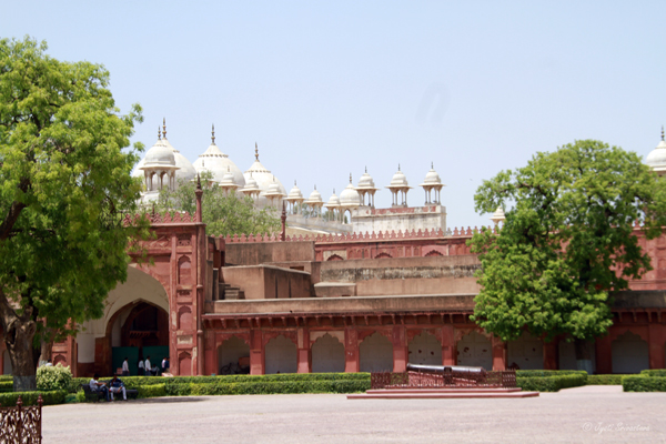 Moti Masjid, as seen from Diwan-I-Am / Agra Fort
