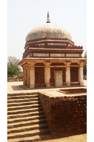 Tomb of Imam Zamin / Qutb Complex, Delhi