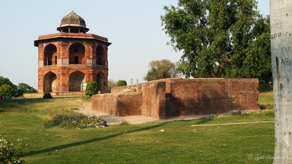 Hammam [Bath House], next to Sher Mandal / Purana Qila/ Delhi.