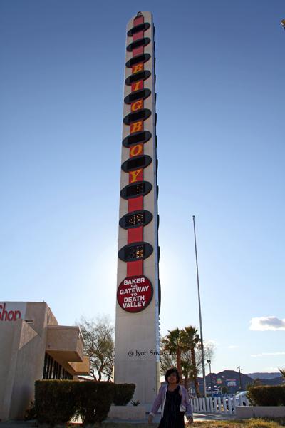 Bob's Big Boy in Baker, California / World's tallest thermometer