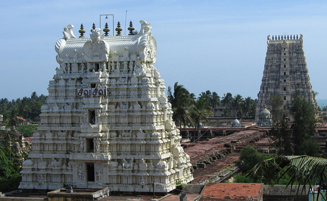 Ramanathaswamy Temple, Tamil Nadu / Image by  Vinayaraj. via Wikimedia Commons.