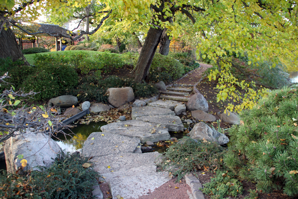 Zigzag Stepping Stones / Garden of Phoenix