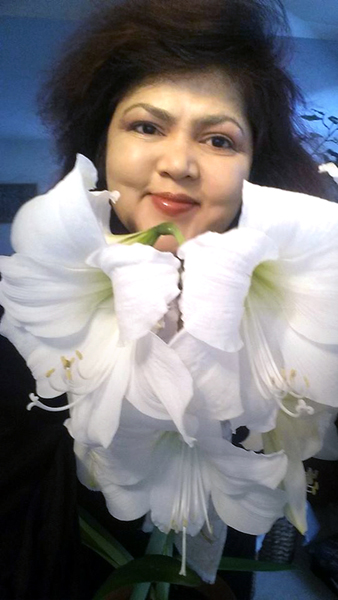 "Selfie with Flower series: Amaryllis ""White Christmas"" / December 24, 2016."
