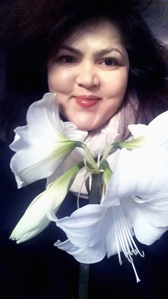 "Selfie with Flower series: Amaryllis ""White Christmas"" / December 22, 2016."