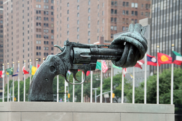 Knotted Gun - by Carl Fredrik Reutersward