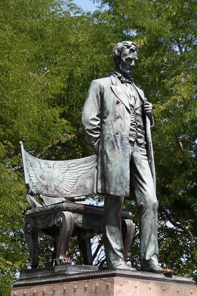 Abraham Lincoln Momument - byAugustus Saint-Gaudens / Designated Chicago Landmark in 2001.
