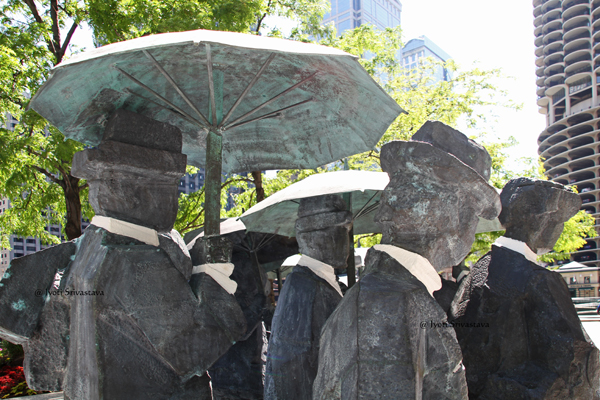 The Gentlemen Statues - by Ju Ming