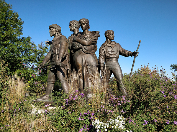Pioneer Memorial sculpture – by Trygve A. Rovelstad
