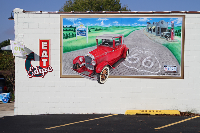 1926: Route 66 and Pontiac - by Tang Dongbai / Mural Tour, Pontiac.