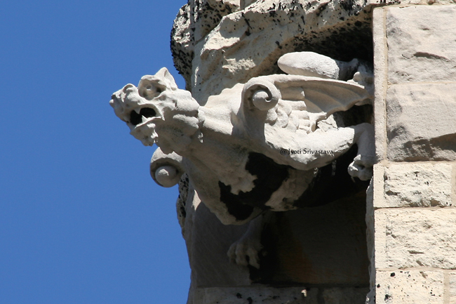 Gargoyles and angels on the bell tower / Second Presbyterian Church
