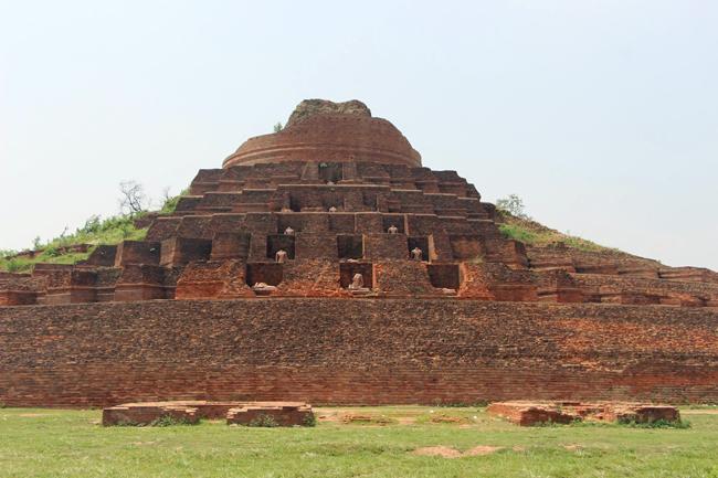 Kesaria Stupa, Bihar, India.
