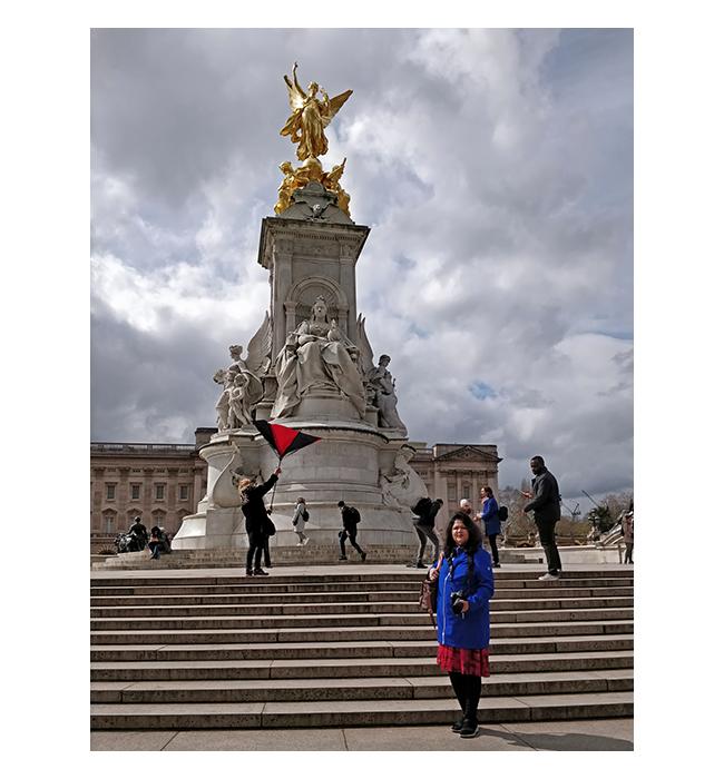 2019-London-VictoriaMonument-05